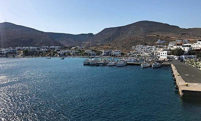 Vacanze Grecia 2018, la Grecia vista dal mare porto di folegandros cicladi