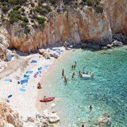Vacanze Grecia 2018, la Grecia vista dal mare baia di poliegos vista dall alto cicladi